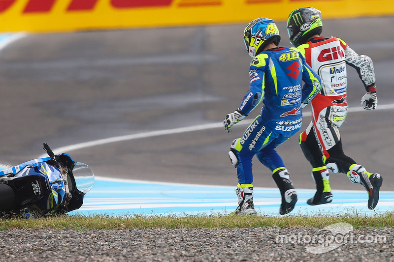 Crash Aleix Espargaro, Team Suzuki MotoGP, Cal Crutchlow, Team LCR Honda