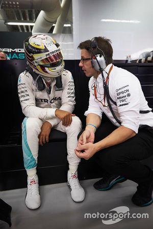 Lewis Hamilton, Mercedes AMG F1 W07 Hybrid mit Toto Wolff, Mercedes AMG F1 Sportchef
