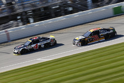 Kevin Harvick, Stewart-Haas Racing Chevrolet, Ryan Newman, Richard Childress Racing Chevrolet