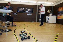 David Croft, Sky Sports Comentarista participa en el desafío Hype Energy Challenge