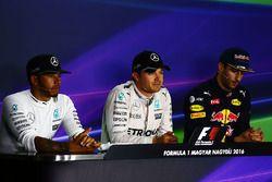 Persconferentie: Lewis Hamilton, Mercedes AMG F1, polesitter Nico Rosberg, Mercedes AMG F1 en Daniel