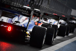 Autos der Super Formula in der Boxengasse