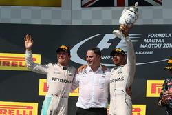 Podium : le vainqueur Lewis Hamilton, Mercedes AMG F1 Team, le deuxième, Nico Rosberg, Mercedes AMG F1 Team
