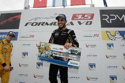 Yarış galibi Roy Nissany, Lotus