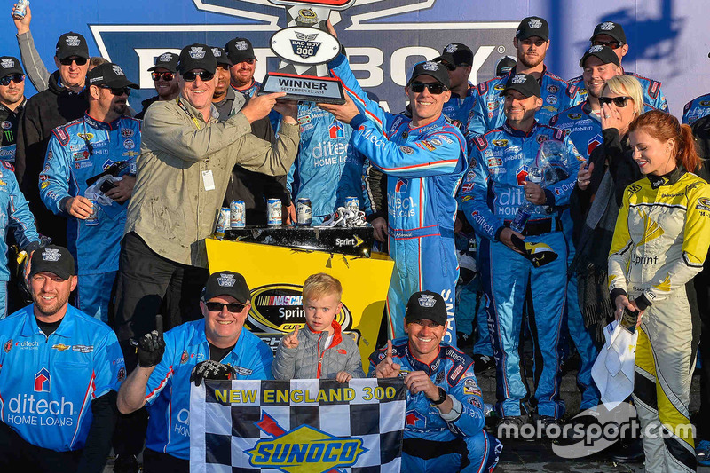 Winnaar Kevin Harvick, Stewart-Haas Racing Chevrolet