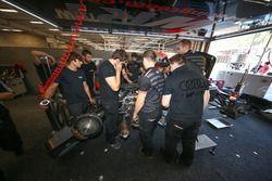 Mécanicos trabajando en el #47 Team WRT, Ligier JS P2 - Judd