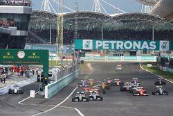 Lewis Hamilton, Mercedes AMG F1 W07 Hybrid in teta alla partenza della gara