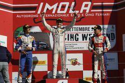 Podium course 2: le deuxième, Lorenzo Colombo, BVM Racing, le vainqueur Job Van Uitert Jenzer Motorsport, le troisième, Marcos Siebert, Jenzer Motorsport