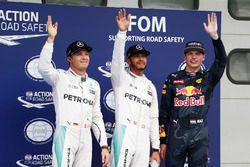 Polesitter Lewis Hamilton, Mercedes AMG F1, second place Nico Rosberg, Mercedes AMG F1, third place