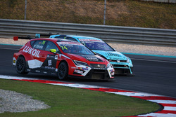 Pepe Oriola, SEAT León, Team Craft-Bamboo LUKOIL and Stefano Comini, Volkswagen Golf GTI TCR, Leopard Racing