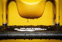 Renault Sport F1 Team RS16 nariz cubierta de gotas de lluvia
