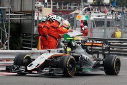 Sergio Perez, Sahara Force India F1 VJM09 fête sa troisième place à la fin de la course