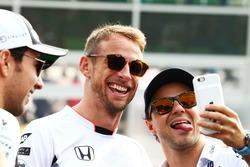 Jenson Button, McLaren; Felipe Massa, Williams, bei der Fahrerparade