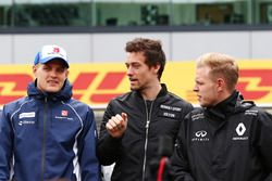 Marcus Ericsson, Sauber F1 Team, Jolyon Palmer, Renault Sport F1 Team, et Kevin Magnussen, Renault Sport F1 Team, durant la parade des pilotes