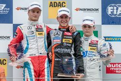 Podio de novatos: Ralf Aron, Prema Powerteam Dallara F312 - Mercedes-Benz, Anthoine Hubert, Van Amer