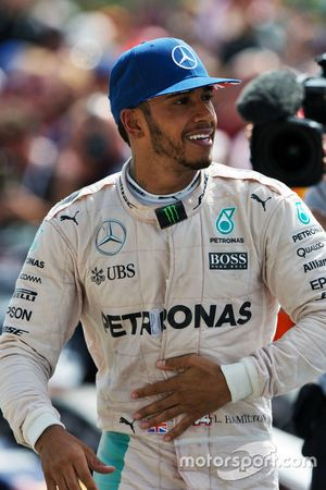 Ganador, Lewis Hamilton, Mercedes AMG F1 celebra en el parc ferme