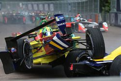 Lucas di Grassi, ABT Schaeffler Audi Sport and Sébastien Buemi, Renault e.Dams crash in the first co