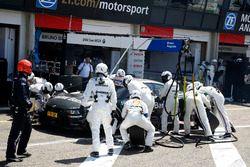 Arrêt aux stands de Bruno Spengler, BMW Team MTEK, BMW M4 DTM