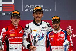 Podium : le vainqueur Alexander Albon, ART Grand Prix, le deuxième Charles Leclerc, ART Grand Prix, le troisième Antonio Fuoco, Trident