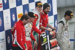 Podium de la course 3 : le deuxième, Mick Schumacher, Prema Powerteam, le vainqueur Juri Vips, Prema Powerteam, le troisième, Ian Rodriguez Wright, DRZ Benelli