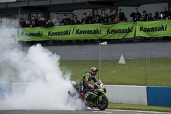 Tom Sykes, Kawasaki Racing Team, festeggia la vittoria in Gara 2