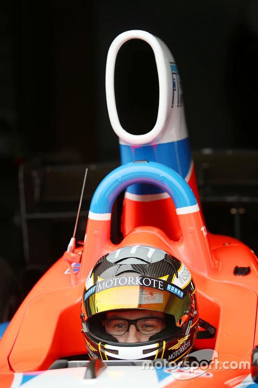 Tim Macrow prueba el Fórmula Thunder 5000