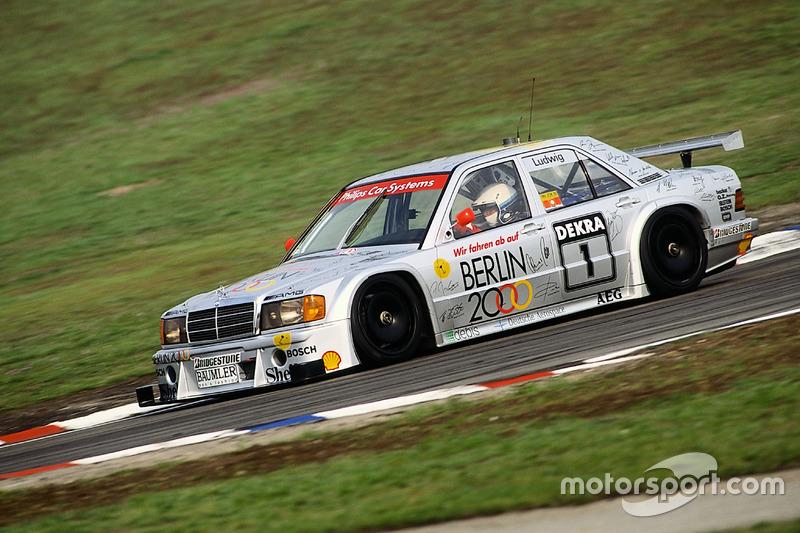 В сентябре 1993-го Mercedes отпраздновала 50 победу 190E на трассе «АФУС». В том году они выиграли восемь гонок, а Роланд Аш стал вторым в чемпионате, уступив Никола Ларини на Alfa Romeo 155 V6 Ti