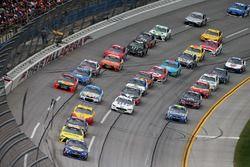 Старт гонки: лидирует Чейс Эллиотт, Hendrick Motorsports Chevrolet