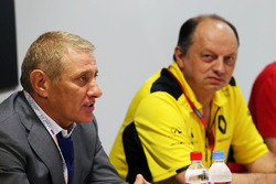 Boris Rotenberg, SMP Bank and SGM Group Co-Owner and Frederic Vasseur, Renault Sport F1 Team Racing
