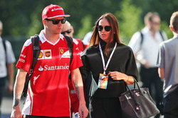 Kimi Raikkonen, Ferrari con su esposa Minttu Raikkonen,