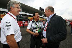 Ron Dennis, McLaren, elnök, Tetsuya Shoji, elnök-vezérigazgató, NTT Communications Corporation