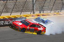 Choque de Alex Bowman, Hendrick Motorsports Chevrolet, Casey Mears, Germain Racing Chevrolet