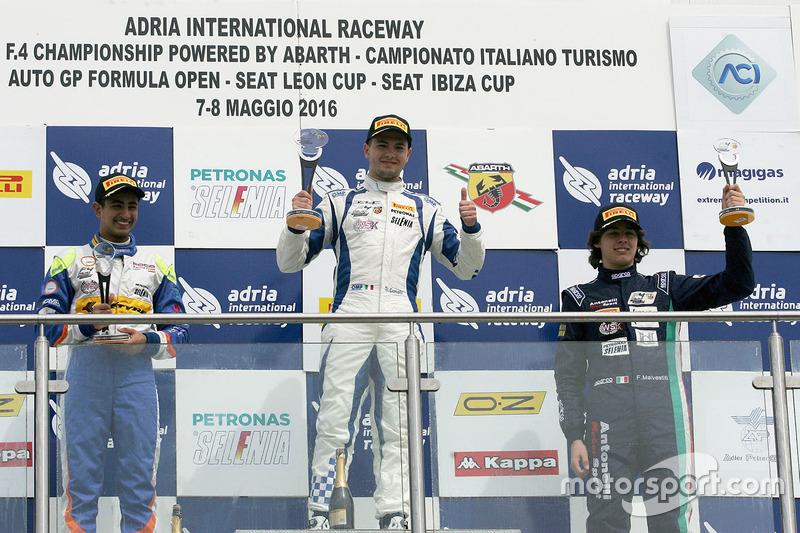 Podio de novato carrera 4: Simone Cunati, Vincenzo Sospiri Racing, Kush Maini, BVM Racing, Federico