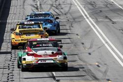 Mehdi Bennani, Sébastien Loeb Racing, Citroën C-Elysée WTCC; Nicky Catsburg, LADA Sport Rosneft, Lada Vesta; Thed Björk, Polestar Cyan Racing, Volvo S60 Polestar TC1