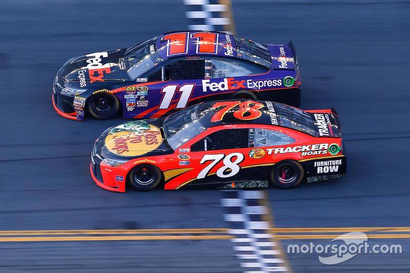 10) 0s010, Denny Hamlin (EUA), Daytona (EUA), Nascar, 2016. 2º: Martin Truex Jr