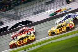 Joey Logano, Team Penske Ford; Kyle Larson, Chip Ganassi Racing Chevrolet; Kyle Busch, Joe Gibbs Racing Toyota