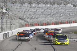 Start: Matt Crafton, ThorSport Racing Toyota leads