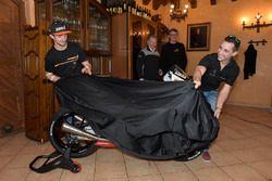 John McPhee, Saxoprint RTG et Alexis Masbou, Saxoprint RTG dévoilent leur nouvelle moto
