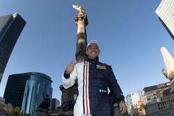 Salvador Duran, Team Aguri, presso la Colonna dell'indipendenza a Città del Messico