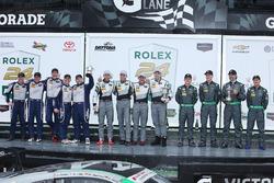 Подиум GTD: победители - Джон Поттер, Энди Лэлли, Марко Зеефрид и Рене Раст, второе место - Тим Папп