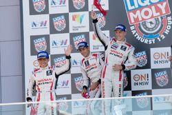 Podium: segundos, Rick Kelly, Katsumasa Chiyo, Florian Strauss, Nissan Motorsports