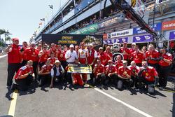 Polesitter Scott McLaughlin, Team Penske Ford with the team