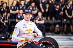 Max Verstappen, Red Bull Racing bij de teamfoto van Red Bull Racing