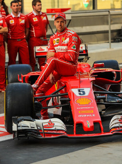 Sebastian Vettel, Ferrari SF70H in the team photo