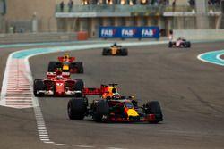 Daniel Ricciardo, Red Bull Racing RB13, Kimi Raikkonen, Ferrari SF70H, Max Verstappen, Red Bull Raci