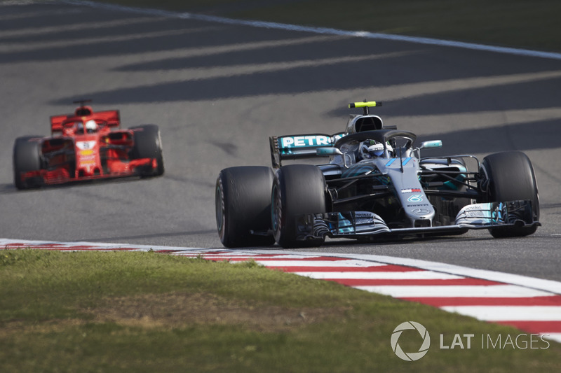 No GP da China, Bottas conseguiu assumir a liderança na estratégia, roubando a ponta de Vettel, e parecia destinado a triunfar