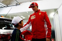 Kimi Raikkonen, Ferrari, meets a Chinese child