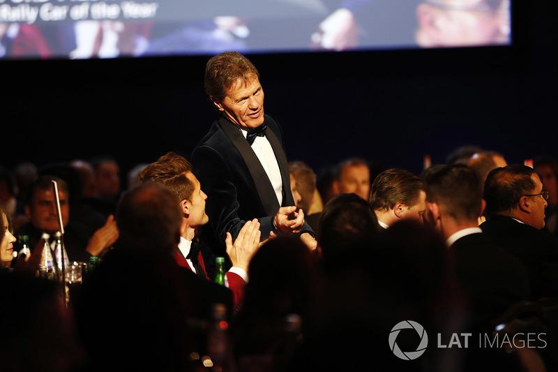 Malcolm Wilson recibe el Premio al coche de Rally del año por el Ford Fiesta.
