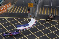 Sam Bird, DS Virgin Racing, leads Jean-Eric Vergne, Techeetah