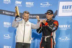 Podium: Tiago Monteiro, Honda Racing Team JAS, Honda Civic WTCC and Rob Huff, All-Inkl Motorsport, Citroën C-Elysée WTCC